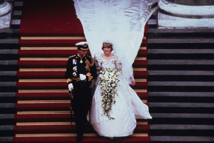 Фото №10 - Секретное свадебное платье принцессы Дианы