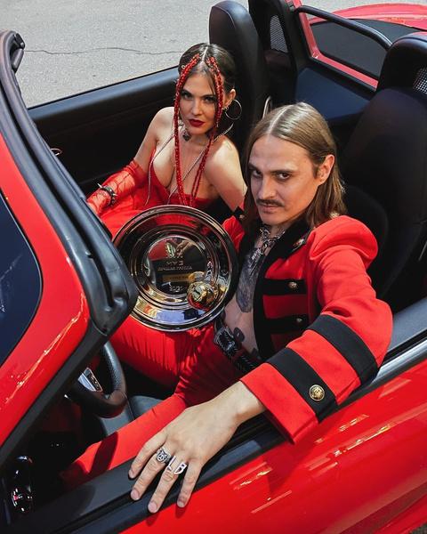 Фото №1 - Софья Таюрская и Илья Прусикин из Little Big впервые вышли в свет как пара