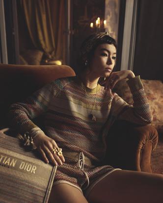 Фото №2 - От сумок до обуви: как выглядят самые модные вещи из «золотой» капсулы Dior