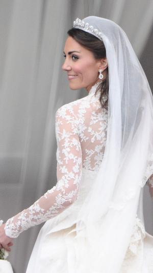 Фото №4 - 10 любопытных фактов о свадебном платье герцогини Кейт