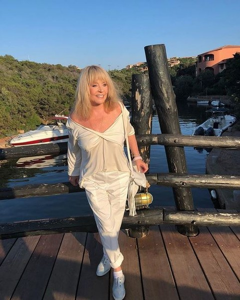 Фото №1 - Снова бабушка: у Аллы Пугачевой родилась пятая внучка