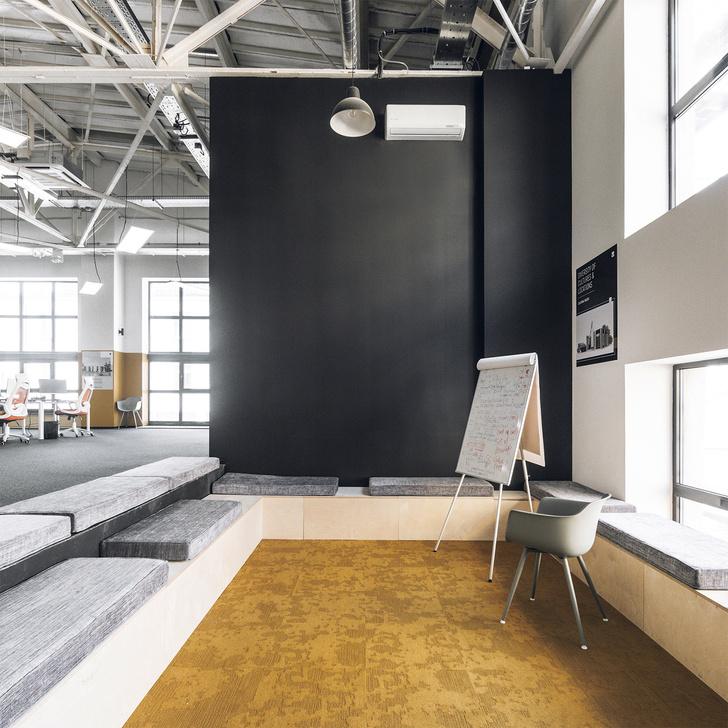 Фото №5 - Офис в черно-желтой гамме в Москве