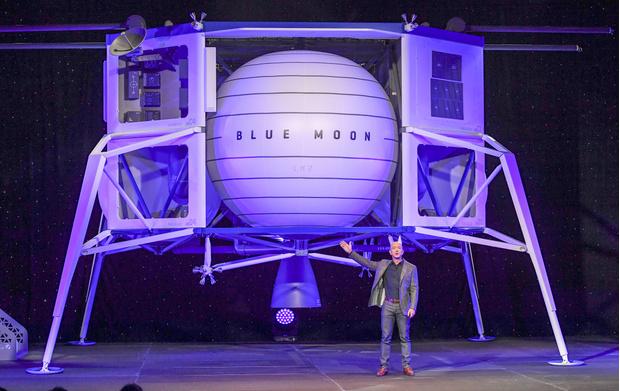 Фото №1 - Будущее уже наступило: Джефф Безос станет первым космическим туристом и отправится в полет 20 июля