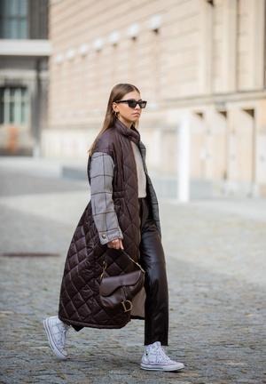 Фото №2 - С чем носить кожаные брюки зимой 2020-2021: учимся у стритстайл-героинь
