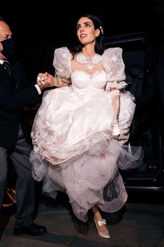 Фото №5 - Самые стильные звездные невесты 2020 года, которые нас впечатлили