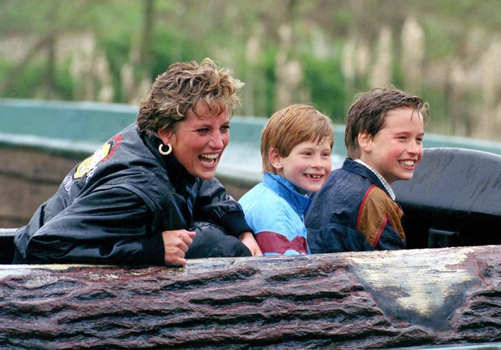 Фото №2 - Никакой пощады: почему к Гарри всегда относились строже, чем к Уильяму
