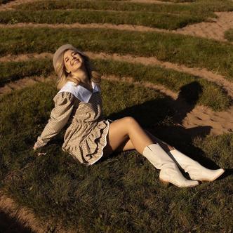 Фото №3 - На учебу или на свидание: Аня Покров показала самый женственный осенний образ 😍