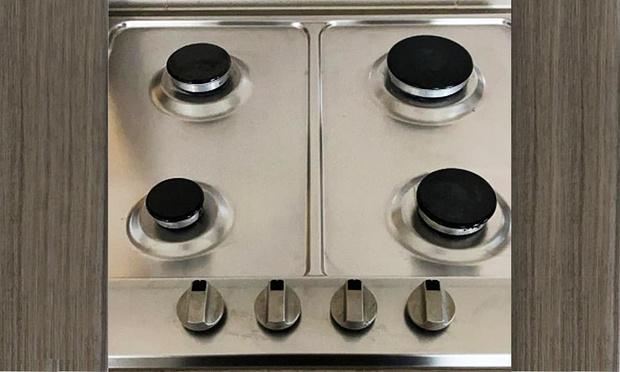 Фото №1 - Фотозагадка: пользователи Facebook гадают, что не так с кухонной плитой