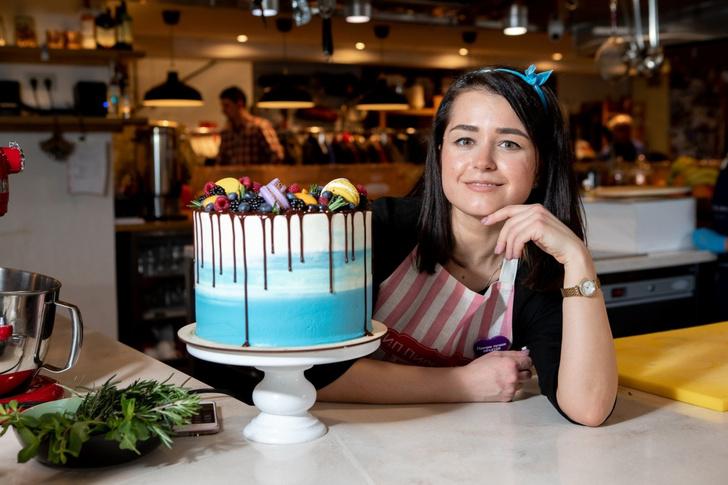 Фото №2 - Соленая карамель, брауни или «Павлова»: простые рецепты и секреты приготовления десертов из сериала «ИП Пирогова»