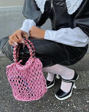 Фото №3 - Акцентный воротник— бесспорный тренд сезона. С чем, кроме свитера, его советуют носить стилисты?