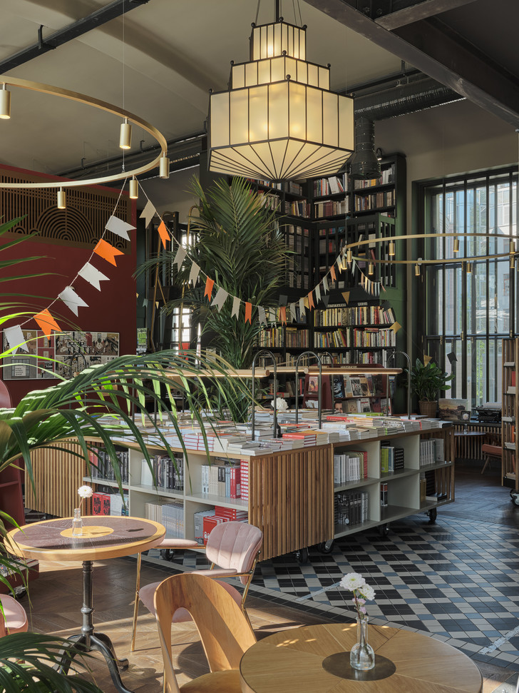 Фото №11 - Обновленный книжный магазин «Подписные издания» в Петербурге