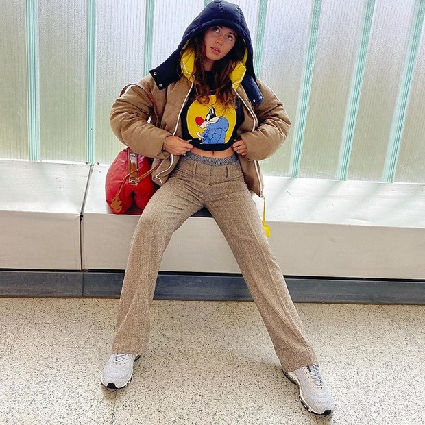 Фото №2 - Где купить теплый пуховик как у модной дочери Джуда Лоу?