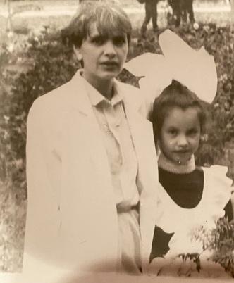 Фото №20 - Раньше взрослели быстрее? 30 фото советских мам и их дочек в одном возрасте