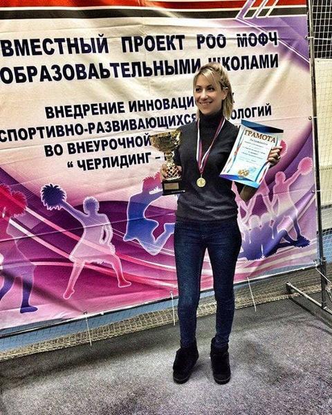 Фото №1 - «Педагог даже белье должен покупать на другом конце Москвы»: откровения учительницы, которой устроили травлю из-за фото в купальнике