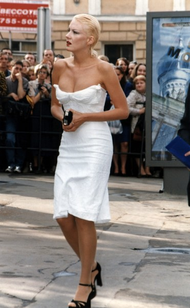 Фото №2 - Королева в платье с распродажи: архивное фото Литвиновой с ММКФ