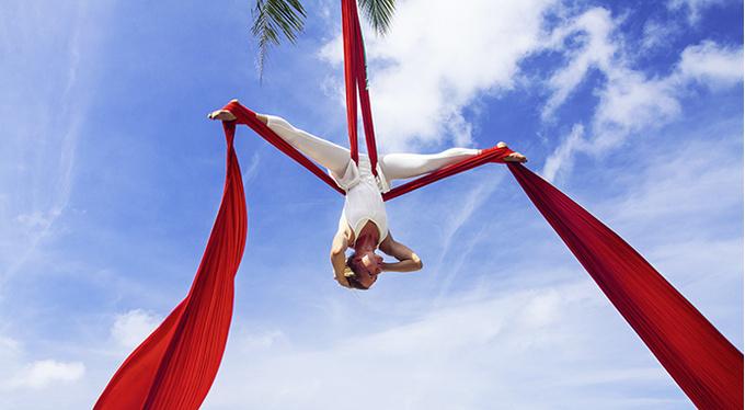 Йога в гамаках, альфа-гравити, банджи-фитнес: зачем нам это?