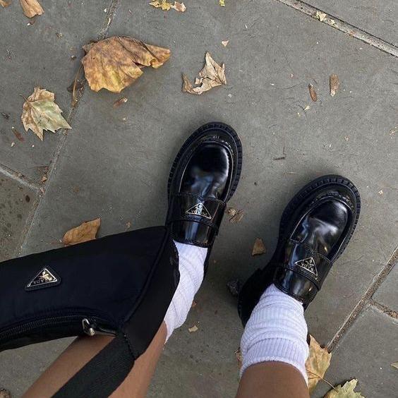 Фото №1 - Сменка в школу: самые модные и удобные лоферы и ботинки для стильных девчонок