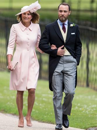 Фото №7 - Гордость женихов и невест: самые стильные мамы на королевских свадьбах