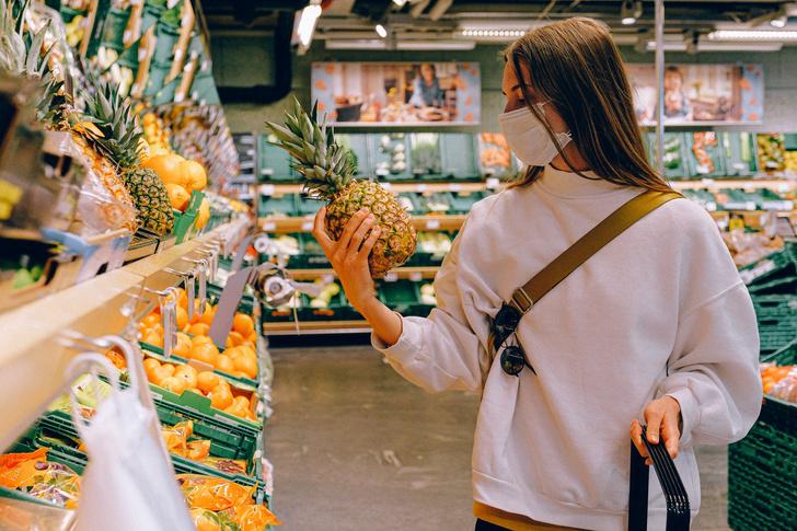 Фото №2 - «Любимая еда пахнет гнилью»: зачем переболевшие ковидом идут на прививку