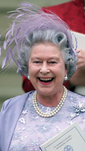 Фото №5 - Самые необычные и странные свадебные шляпки королевской семьи