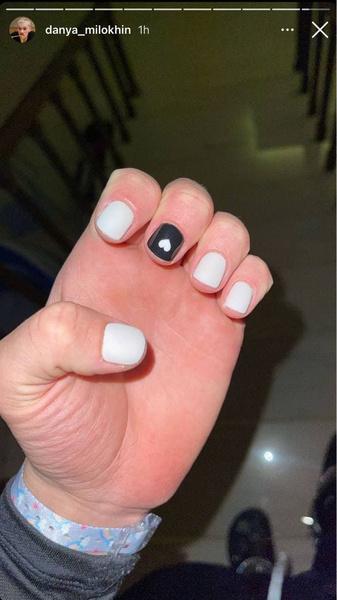 Фото №1 - Ногти с сердечком: Даня Милохин показал новый маникюр🖤