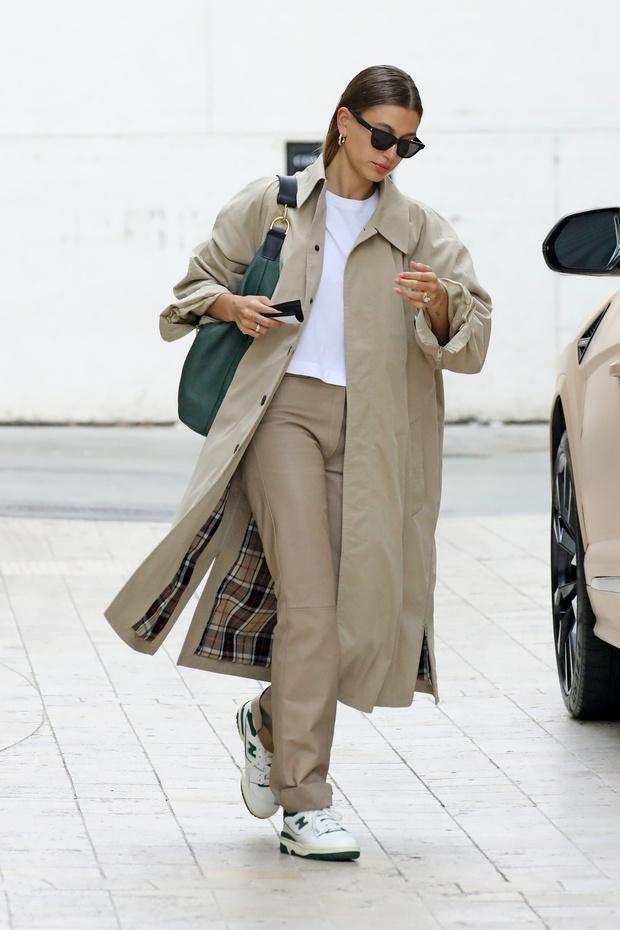 Фото №2 - Идеальный тренч, который навсегда останется классикой и не выйдет из моды— показывает Хейли Бибер
