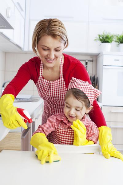Фото №2 - Приучить ребенка к домашним делам: 6 способов сделать это играючи