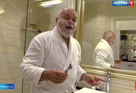 Шутки и пародии на телеведущего Дмитрия Киселева, переночевавшего в номере Навального (видео)