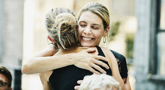 «Моя работа — обнимать людей»: девушка рассказала, сколько стоят ее услуги
