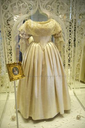 25 легендарных и скандальных свадебных платьев звезд всех времен