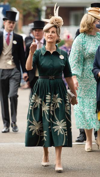 Фото №4 - Звезда Аскота: новые образы графини Софи, которыми точно гордится Королева