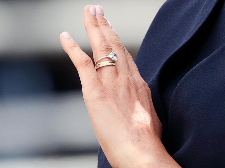 Фото №4 - Эволюция помолвочного кольца Меган: как оно изменилось (и был ли Гарри в курсе)