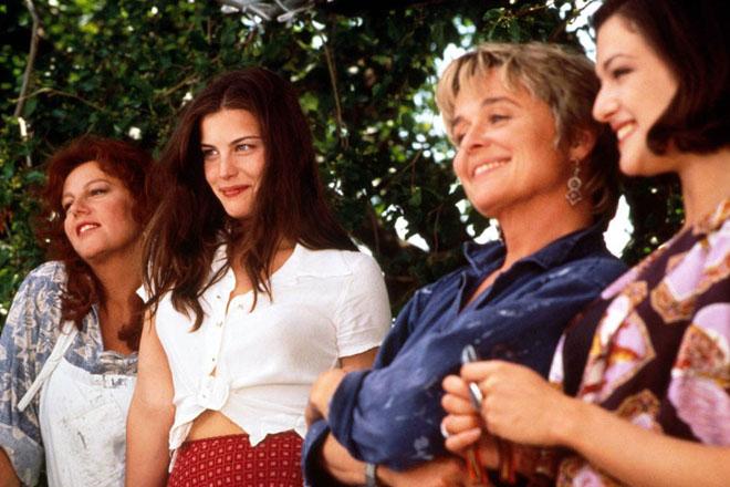 Фото №2 - 5 фильмов для женщин, которым грустно в этот праздничный день
