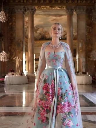 Фото №22 - Королевский размах: шесть свадебных платьев леди Китти Спенсер