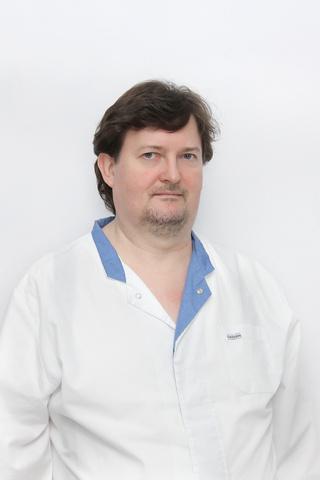 Фото №2 - Потерял на ИВЛ 40 кг: история врача, который провел на «вентиляторе» больше двух месяцев и выжил