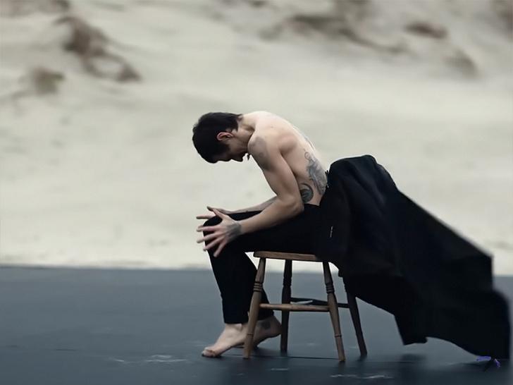 Фото №1 - Сергей Полунин танцует в новом видео для Depeche Mode и еще 7 клипов недели