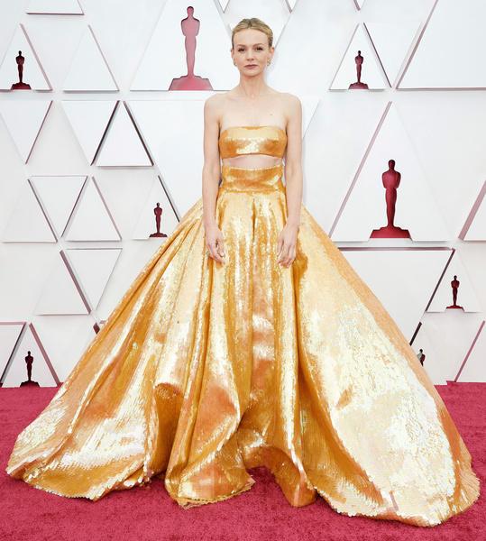 Фото №2 - Костюм гнома и платье-тюль: 30 лучших и худших нарядов звезд на «Оскаре-2021»