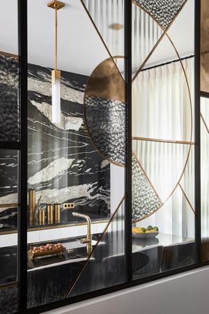 Фото №8 - Квартира с элементами нового ар-деко в Париже