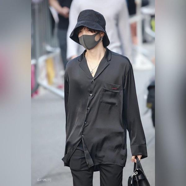 Фото №2 - 5 самых секси-аутфитов Шуги из BTS 🔥🧯