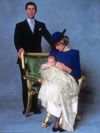 Фото №14 - Самые стильные образы королевских мам на крестинах их детей