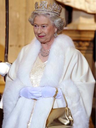 Фото №7 - Внутри королевского шкафа: как создается и где хранится одежда Елизаветы II