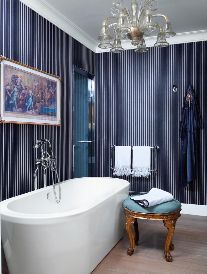 Фото №2 - Как обновить ванную комнату без ремонта: 5 идей