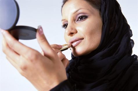 Фото №1 - Житель ОАЭ подал на развод, увидев жену без макияжа