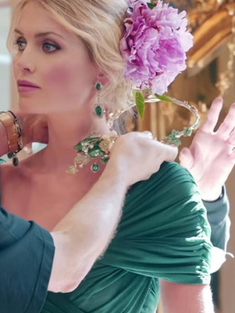 Фото №17 - Королевский размах: шесть свадебных платьев леди Китти Спенсер