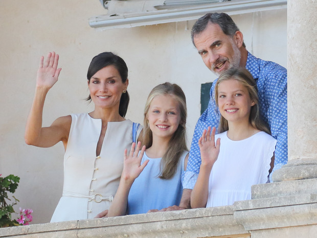 Фото №1 - Из-за чего будущей королеве Испании придется покинуть страну (спойлер— это временно)