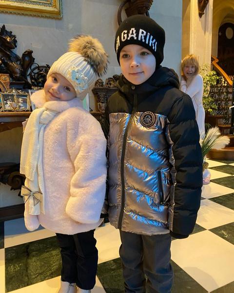 Максим Галкин случайно заснял ненакрашенную Аллу Пугачеву в домашнем халате
