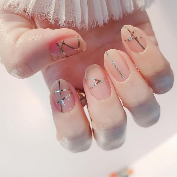 Фото №21 - Розовое золото: 39 стильных и модных идей нарядного маникюра