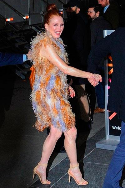 Фото №1 - 58-летняя Джулианна Мур показала ноги в мини-платье
