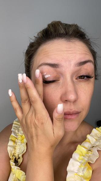 Фото №3 - Как стереть усталость с лица: экспресс-макияждля мамза 15 минут— фото