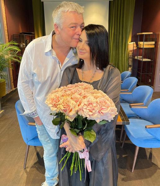Фото №1 - И жили они долго и счастливо: самые крепкие пары среди российских звезд